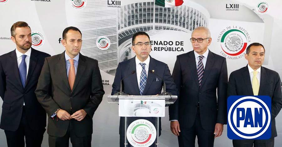 """Se unen priistas, panistas y periodistas """"fifis"""", para exigir a AMLO no construir refinería"""